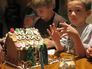 Kids_with_gingerbread_house_lo_res